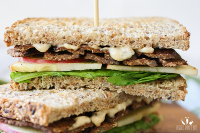 smoky-tempeh-apple-arugula-sandwich-23.png